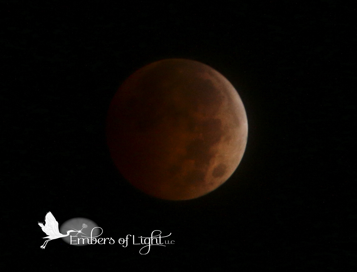 eclipsed moon, full lunar eclipse