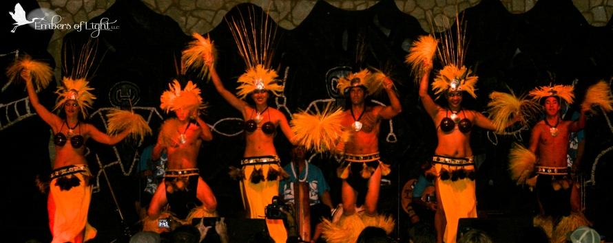laua dancers