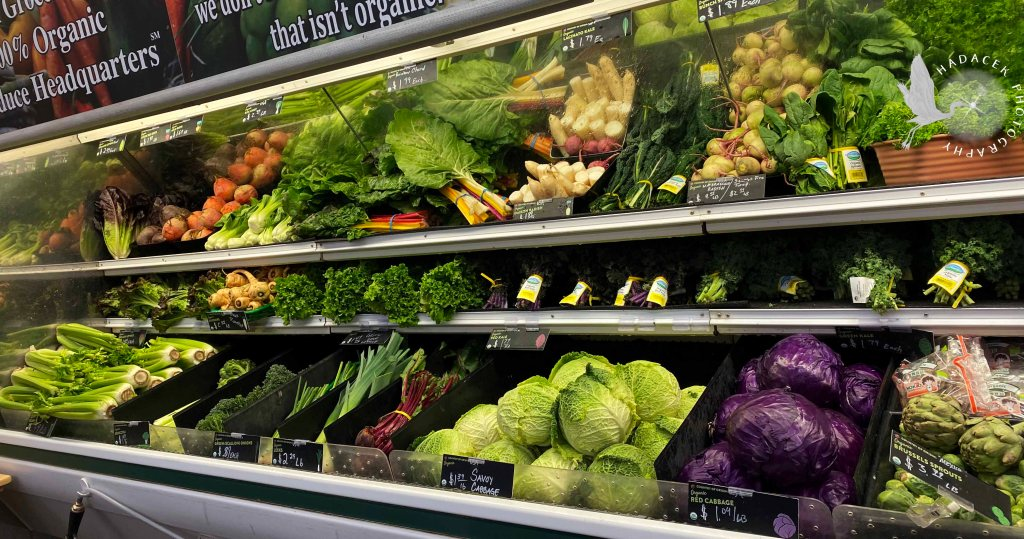 shelves of fresh vegetables at the grocery store